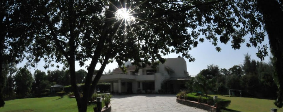 Radhey Mohan Drive: Among Best farmhouse schemes in Delhi